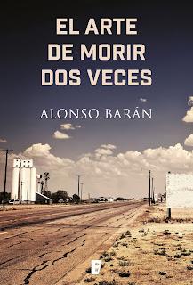 Portada de la novela El arte de morir dos veces, de Alonso Barán, en la que se ve una carretera solitaria y agrietada, con tierra yerma y una cielo casi despejado.