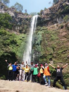 Susilowati dkk di air terjun Coban Rondo, Pujon, Malang