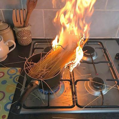 Haushalt lustig - Nudeln kochen und anbrennen lassen