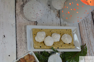 Weihnachtsbäckerei Rezept Makronen oder Baisers mit Datteln und Feigen