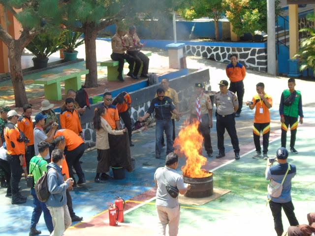 KodimKaranganyar - Simulasi Kebakaran Dalam Rangka Binter Terpadu Tahun 2019 Kodim 0727 Karanganyar