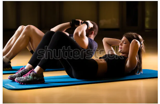 olahraga mengecilkan perut dengan gerakan sit-up