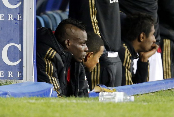 AC Milan player Mario Balotelli cries as he sits on the bench during a game against Napoli