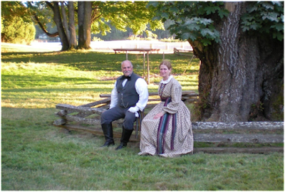 Photograph of a couple dressed in historical costumes.