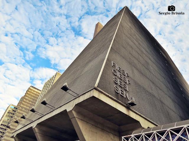 Perspectiva inferior das fachadas do Edifício FIESP - Bela Vista - São Paulo