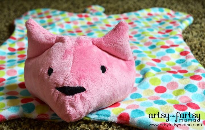Cat Cuddle Blanket at artsyfartsymama.com