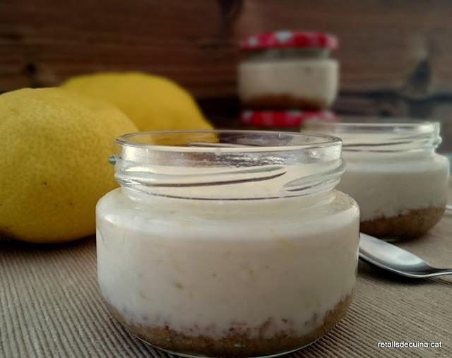 Pastís de llimona en potets de vidre