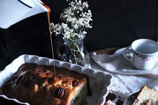PLUM CAKE DE NUECES PECAN Y VAINILLA CON SIROPE DE CARAMELO CASERO