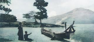 tepi pantai danau toba di hutaraja