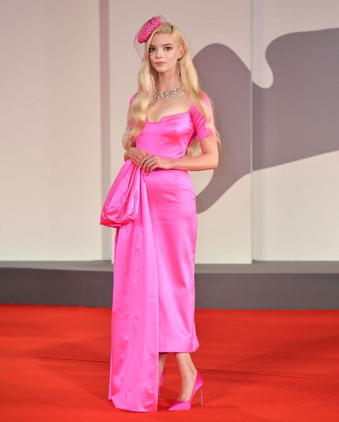 """Anya Taylor-Joy wore a #Dior Haute Couture hot pink dress, beret and shoes to the """"Last Night In Soho"""" premiere during the 2021 Venice Film Festival."""