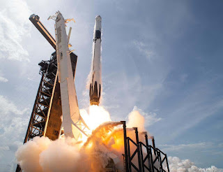 Phi thuyền  Crew Dragon rời bệ phóng chuẩn bị bày vào không gian