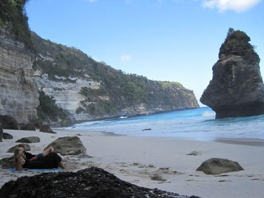 Menikmati Keindahan Pantai Suwehan di Pesisir Bali Island