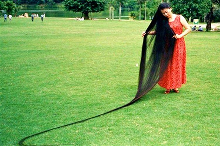 Xie Qiuping, 5 metre 627 santimlik saçlarıyla yeryüzünün en uzun saçlı kadınıdır.