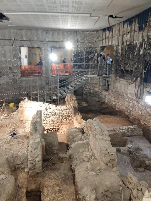 Αρχαίο ρωμαϊκό κτήριο με «υπέροχες τοιχογραφίες» βρέθηκε κάτω από πρώην κινηματογράφο στη Βερόνα