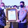 Kapolda Sulsel, Menerima  Award Dari Ketua Umum PWI Pusat di Acara Pelantikan Pengurus PWI Sulsel Priode 2021 – 2026