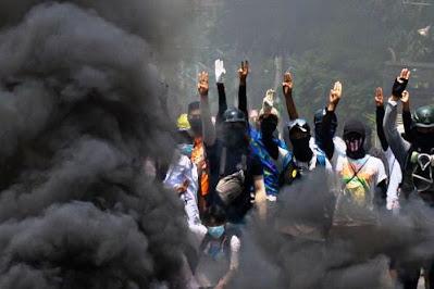Myanmar, il giorno della vergogna. L'esercito festeggia con una carneficina