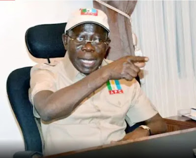 """You Call Yourself A Benin Man, Yet You Stand Before Our Oba Wearing A Cap"" - Oshiomhole Attacks Obaseki"