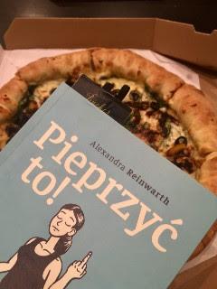 """pizzę jem, kiedy chcę, czyli efekt uboczny """"Pieprzyć to!"""" Alexandry Reinwarth, fot. paratexterka ©"""