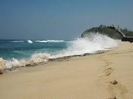 Ombak Pantai Ngudel Malang