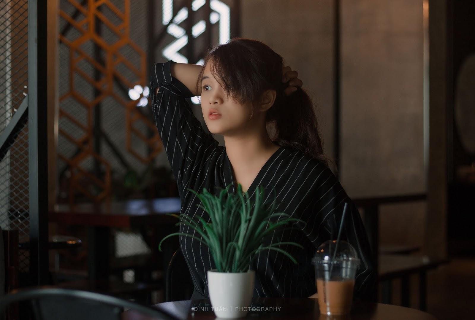 Phương Phương đậm chất Vintage tại Snob Coffee