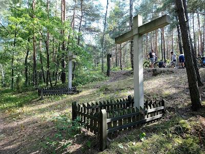 Krzyże przy dordze palmirskiej ku pamięci Polaków pomordowanych przez Niemców w 1939 r.