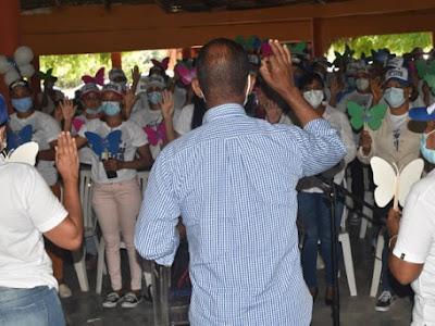 Presidente PRM juramenta Movimiento las Mariposas de Luis y Moisés