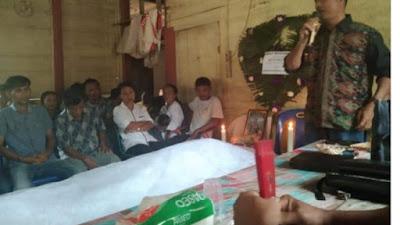 Watua dan Anggota DPRD Nias Barat, Turut Berbelasungkawa di Desa Hilisoromi Kec. Moro'o