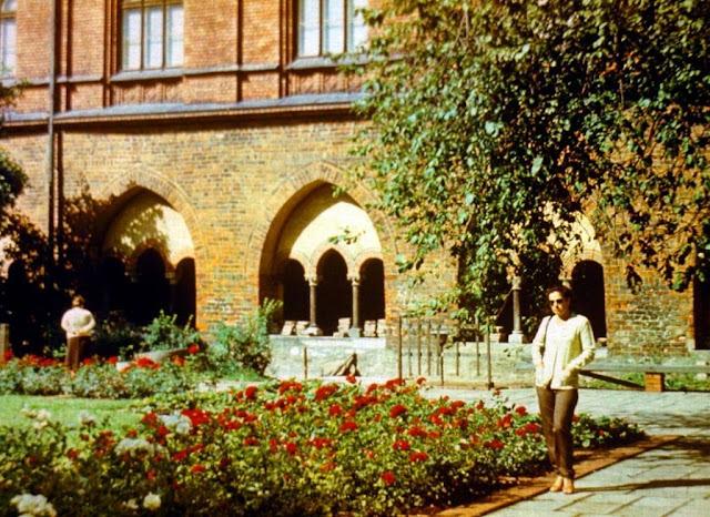 1982 год. Рига. В саду Домского собора