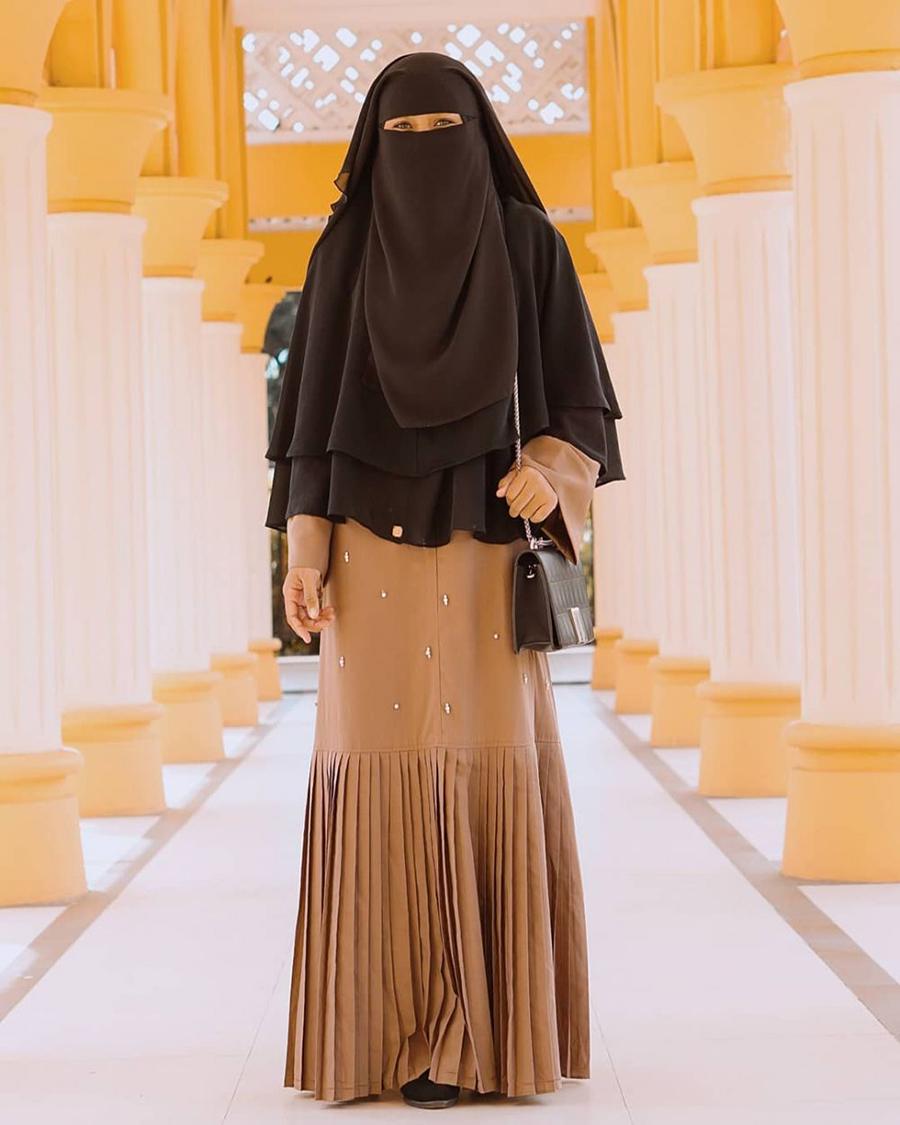 OOTD cadar Simple dan gaul dengan jilbab hitam