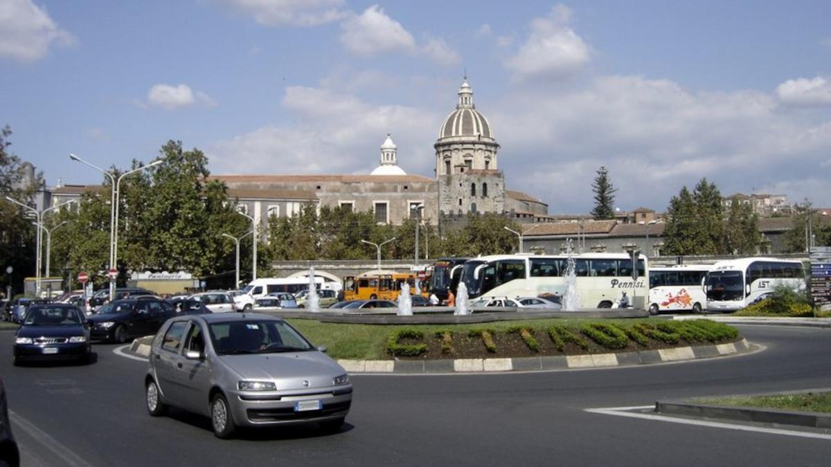 posteggiatore abusivo piazza Borsellino Polizia di Stato