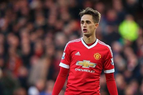 Thực ra, hợp đồng giữa Adnan Januzaj và câu lạc bộ Man United còn kéo dài 1 năm nữa.