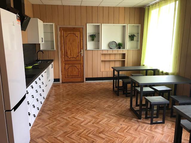 столовая в общежитии для рабочих вахтой