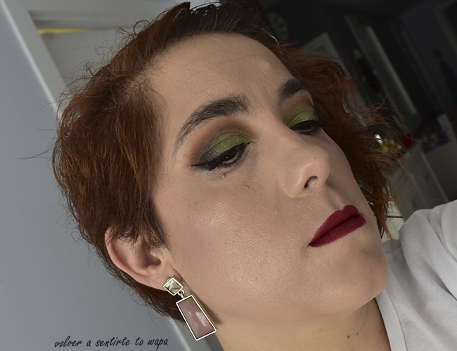 Maquillaje verde lima con la paleta Totally Cute de Too Faced