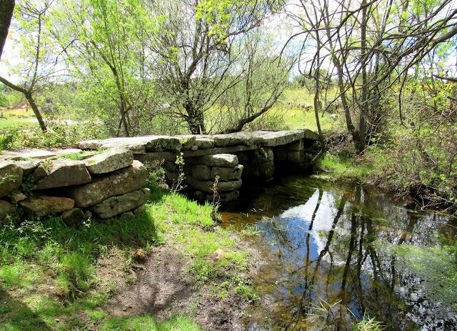 río, puente de piedra, arroyo de la Moraleja, senda la puente, Fresnedilla de la Oliva, Madrid, Sierra Oeste