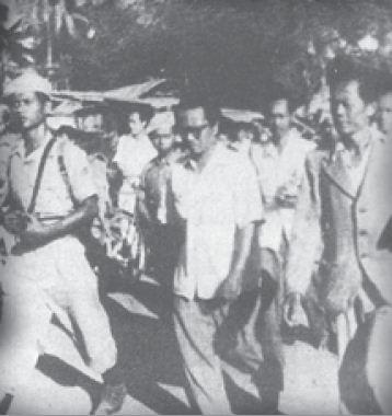 Amir Syarifuddin, pimpinan FDR yang juga memimpin pemberontakan, akhirnya ditangkap TNI di daerah Purwodadi. Dengan dikawal pasukan TNI, Amir dibawa ke stasiun Kudus untuk seterusnya dibawa ke Yogyakarta.