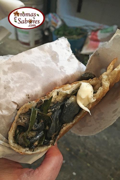 quesadilla frita de huitlacoche