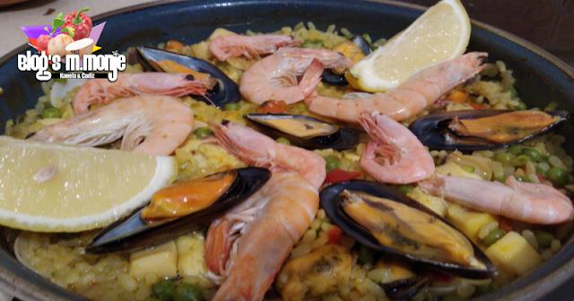 Arroz en paella de pescado y marisco