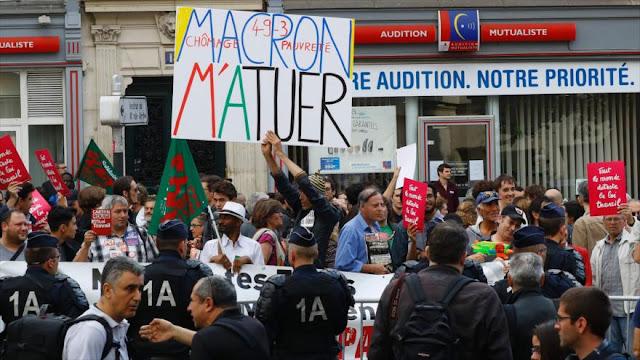 Protestan en París contra el polémico ministro de Economía galo