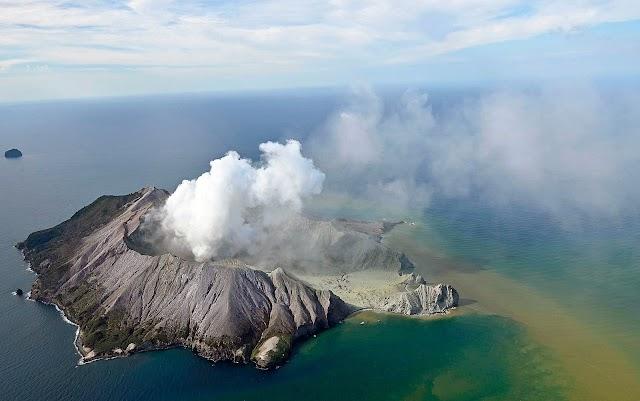 Vulcão na Nova Zelândia entra em erupção e deixa mortos