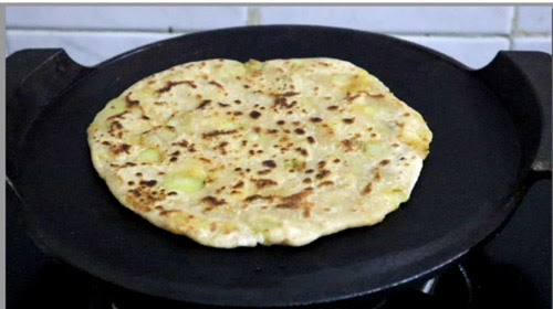 aloo paratha in cast iron tawa