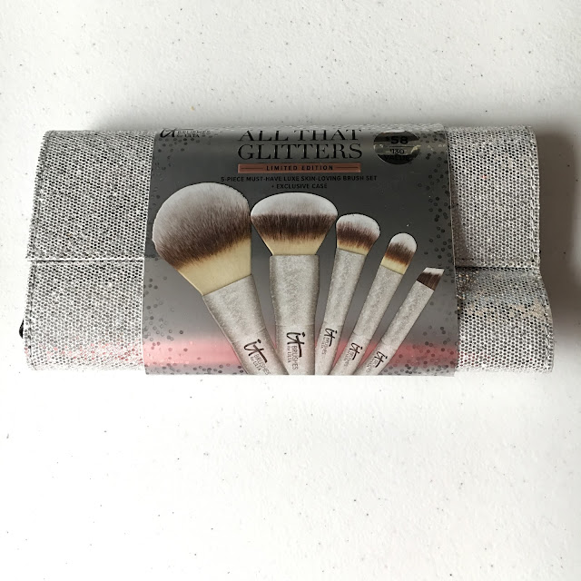 IT Cosmetics, IT Cosmetics All That Glitters Makeup Brush Set, makeup brushes, limited edition, Ulta, giveaway, beauty giveaway, gift set, A Month of Beautiful Giveaways