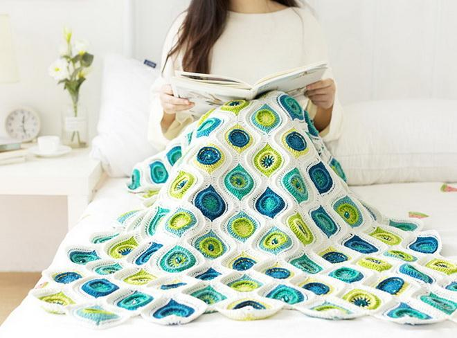 Crochet blanket / throw,  with free crochet pattern