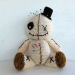 https://translate.google.es/translate?hl=es&sl=it&u=http://www.fabcroc.com/2015/10/voodoo-doll-bambola-amigurumi/1587&prev=search