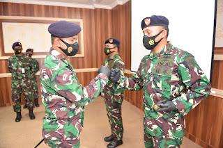 Komandan KRI Siliman -484 Diserahterimakan di Mako Satrol Lantamal I