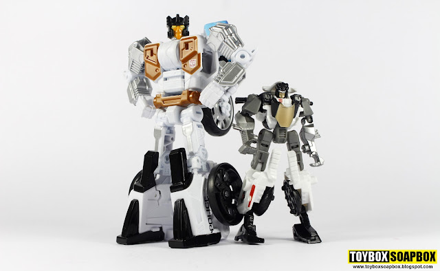 combiner wars legends groove vs deluxe groove