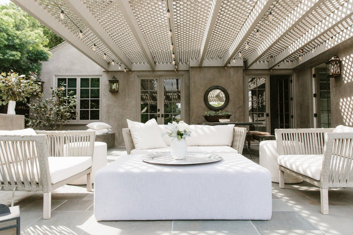 Erin Fetherston outdoor patio and pergola in California. Come explore California modern farmhouse style and score ideas to get the look!