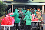 Diakhir Ramadhan, Dandim 0503/JB Beserta Ketua Persit KCK XVII Kodim 0503/JB Bagikan Takjil Pada Masyarakat