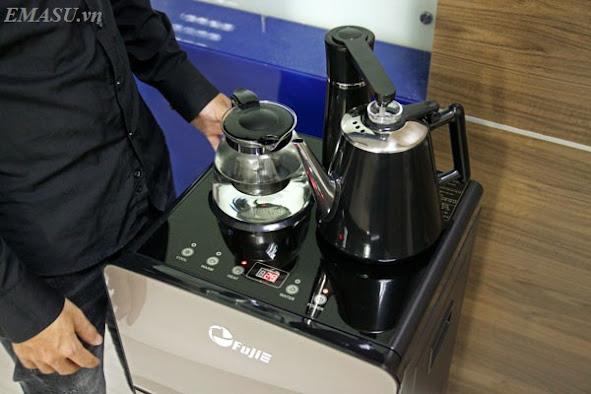 Cây nước nóng lạnh FujiE WD1170E có bình pha trà và ấm siêu tốc đi kèm của cây nước