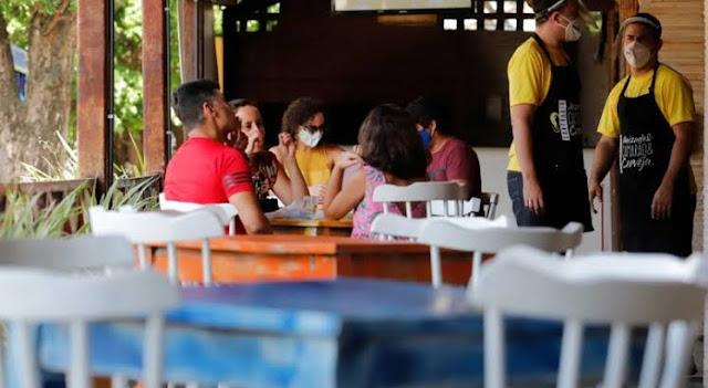 Governo amplia horário de funcionamento de bares e restaurantes e libera música ao vivo