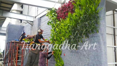 https://www.desaintamansurabaya.com/p/pembuatan-vertical-garden.html